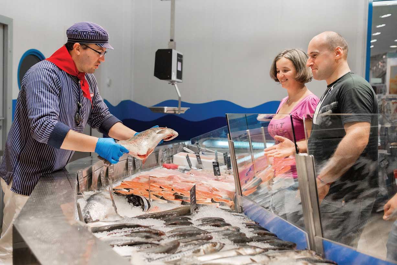 SELGROS-pescarie-cu-clienti