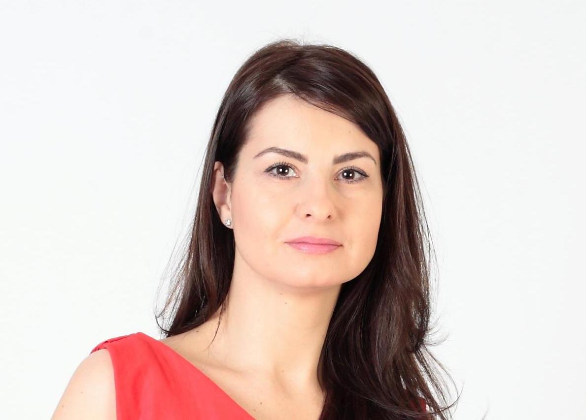 Ioana Zbarcea Pionierat în Machiajul Semipermanent Fwd Brasov